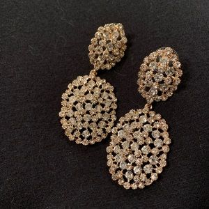NWOT sparkly gold toned drop earrings